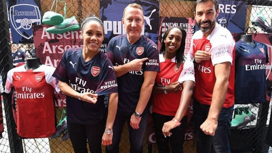 Arsenal Player sleeves with the words 'Visit Rwanda'